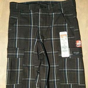 Wrangler Cargo shorts size 30 NWT